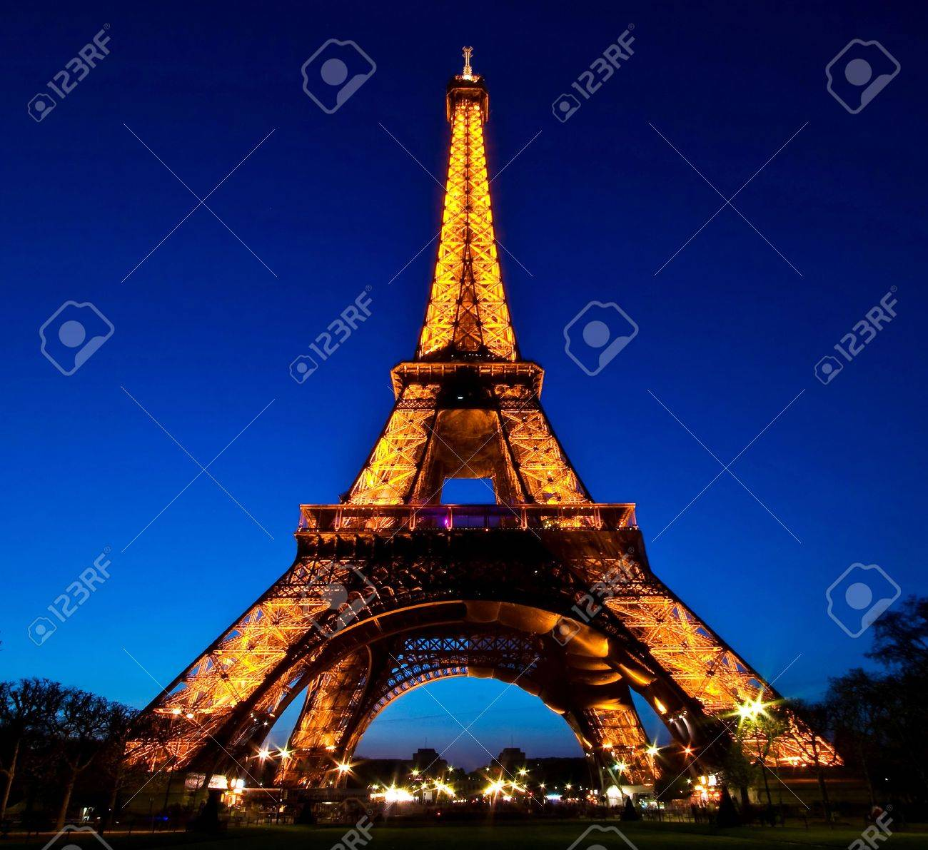 Paris-APR20 - Eiffel Tower Light Performance Show in Dusk, The Eiffel tower is the most visited monument of France. Stock Photo - 8150403