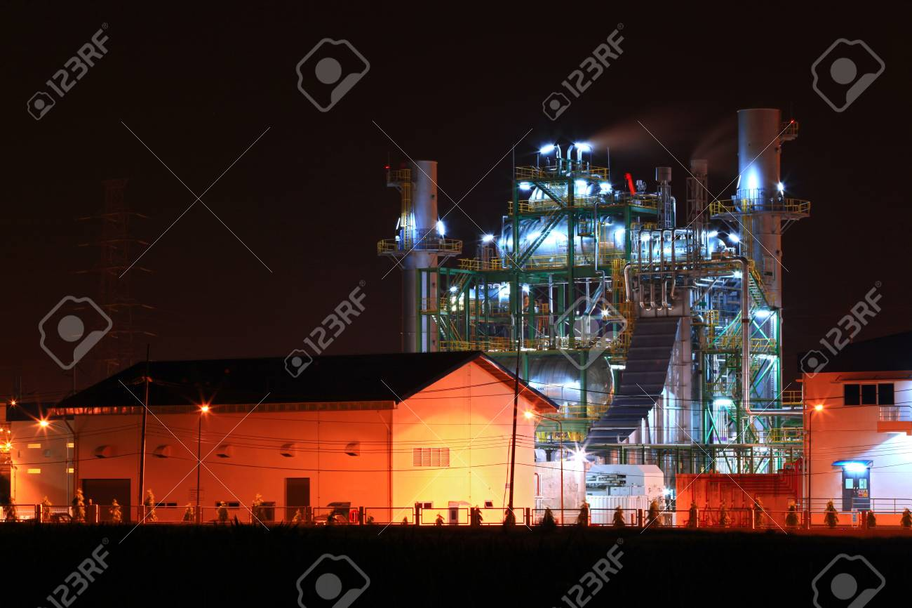 landscape of petrochemical oil refinery plant shines at night Stock Photo - 8715027