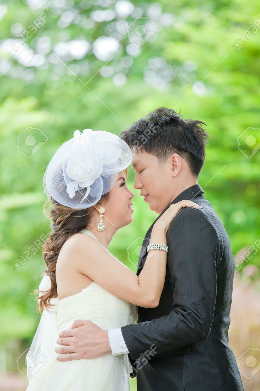 images of couples kissing