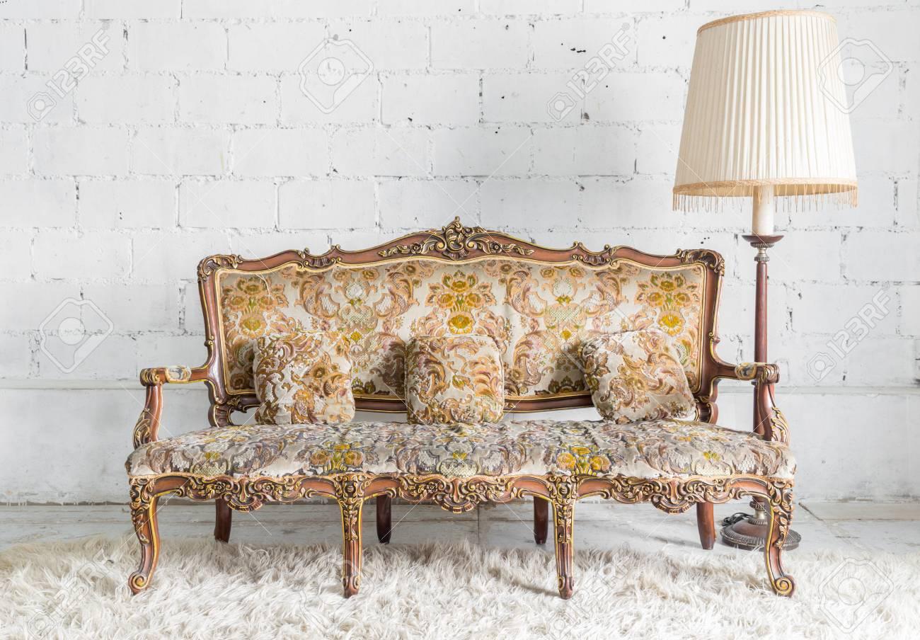 Banque Du0027images   Style Classique Fauteuil Canapé Lit Dans La Chambre  Vintage Avec Lampe De Bureau
