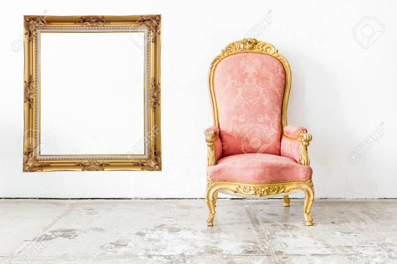 Sedie Depoca : Rosa sedia depoca in stile retrò con cornice foto royalty free