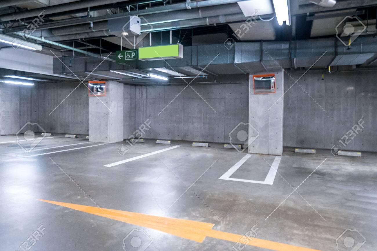 Garage Bilder empty parking garage interior shopping mall at
