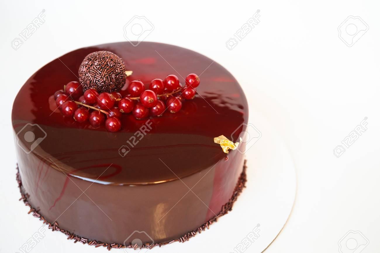 Ombre Marmor Mousse Kuchen Mit Roten Spiegel Glasur Und Beeren
