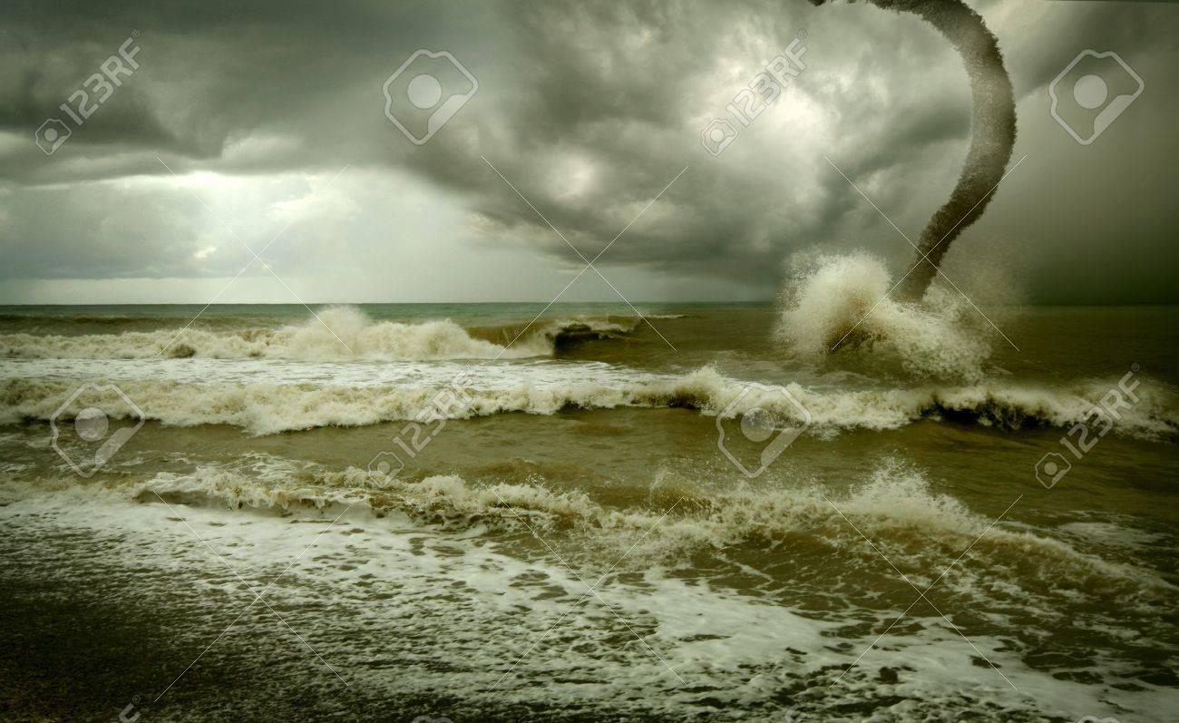 ocean tornado storm (3D used) Stock Photo - 3559128