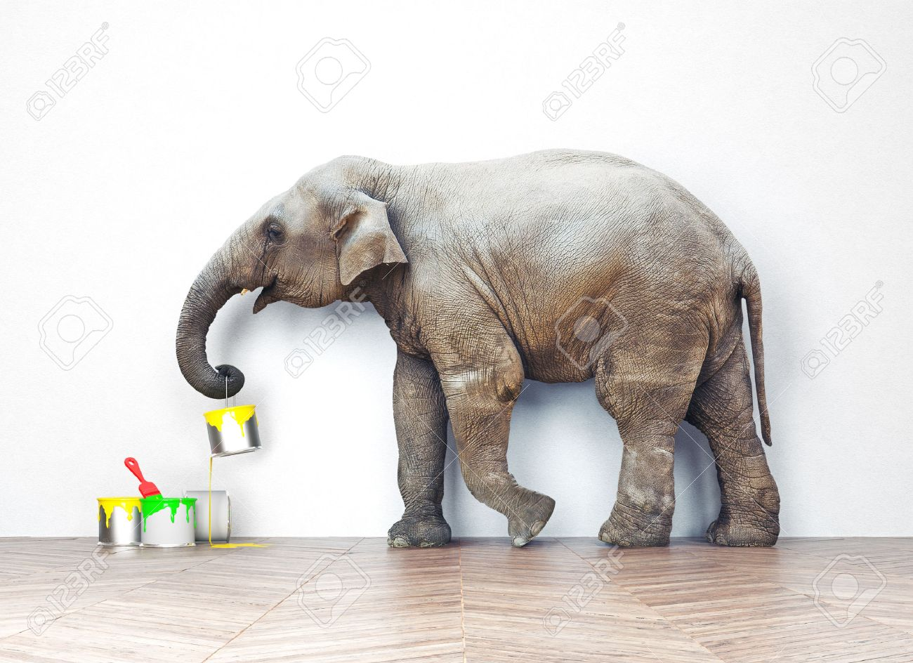 An elephant with paint cans. Photo combination concept Standard-Bild - 47971979