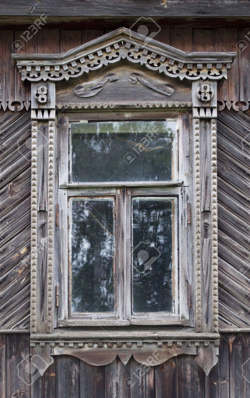 Banque Du0027images   Sculpté Dans La Fenêtre Ancienne Maison De Campagne Russe  En Bois