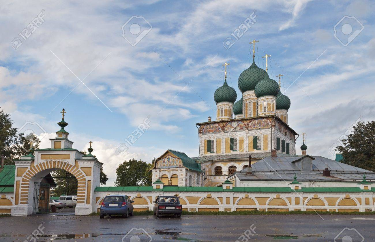 gate church of the resurrection images u0026 stock pictures royalty