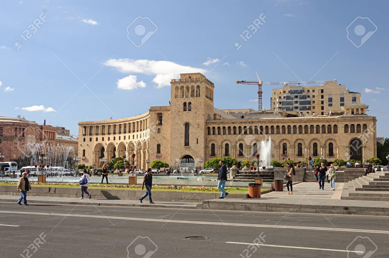 Eriwan Armenien 05 Oktober 2017 Platz Der Republik Im Zentrum Von Eriwan Armenische Hauptstadt Lizenzfreie Fotos Bilder Und Stock Fotografie Image 99410841