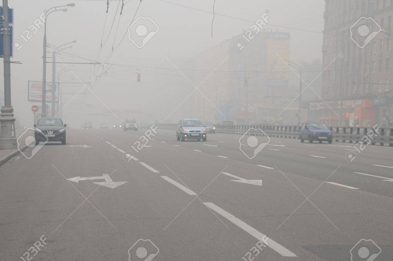 MOSCOW, RUSSIA - AUGUST 7: Cars run down Prospekt Mira Avenue in thick smog August 7, 2010 in Moscow, Russia Stock Photo - 7537185