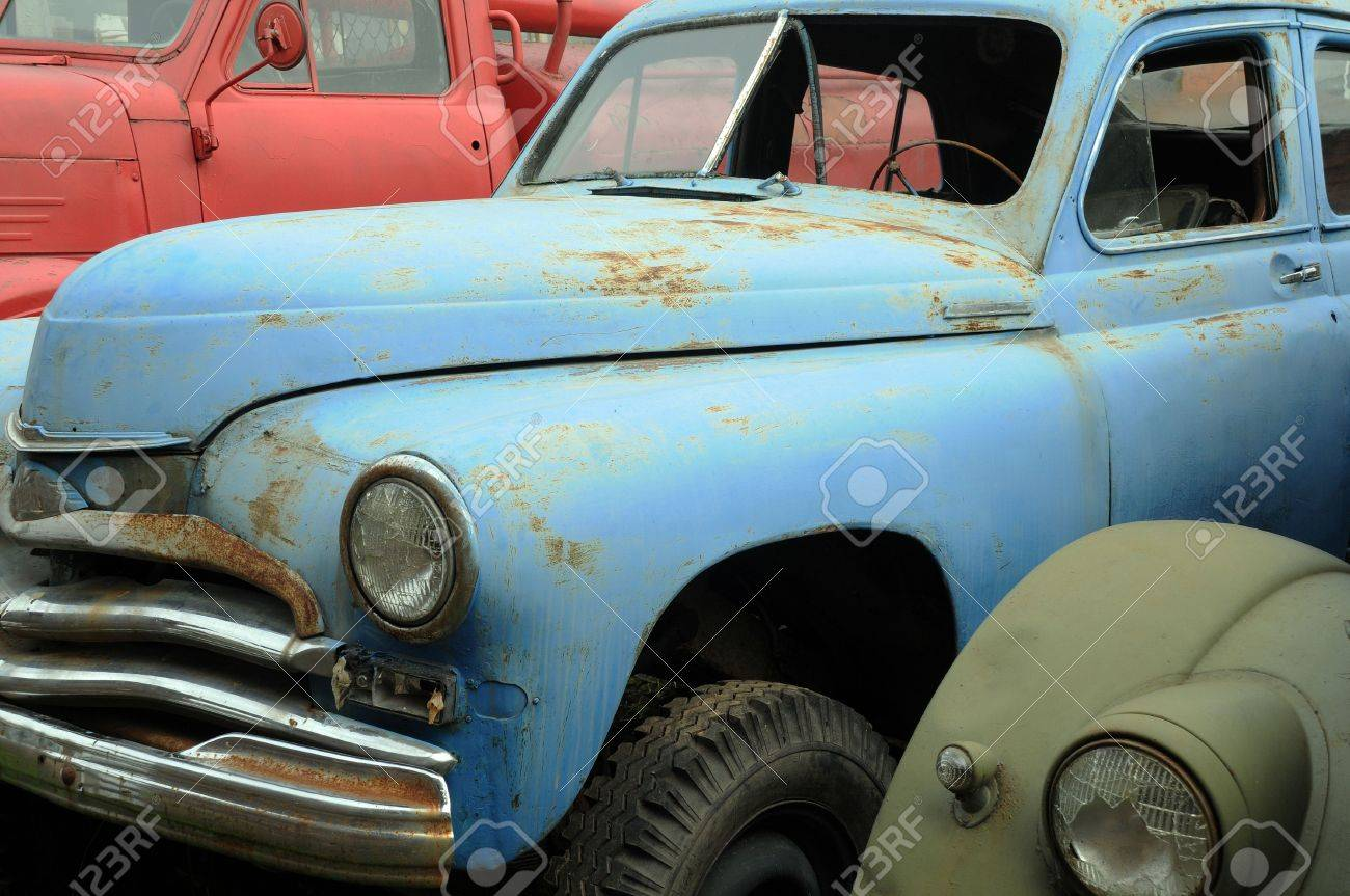 Rusty vintage cars in the graveyard in Russia Stock Photo - 8128546