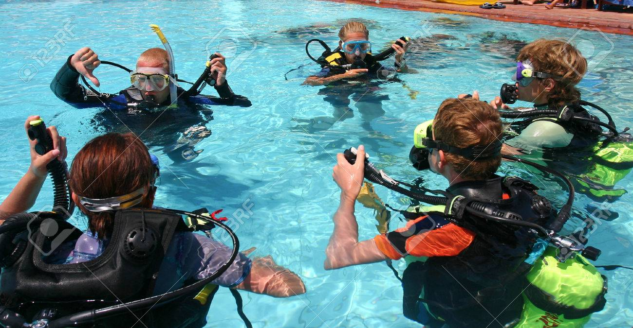 Instructor and students during scuba diving lessons - 1414799