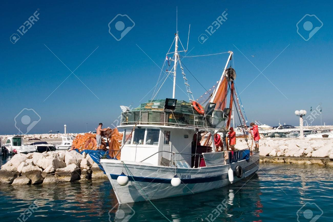 Few fishermans prepare shrimp boat to sail out - 1414782