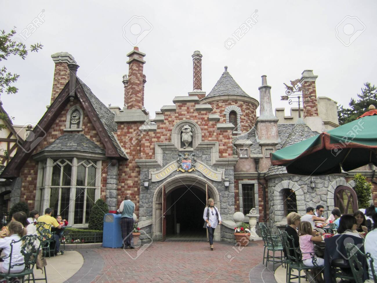 Visit the theme park of Disneyland Paris, composed of its different attractions, themed corners and shops or shows. - 132988192