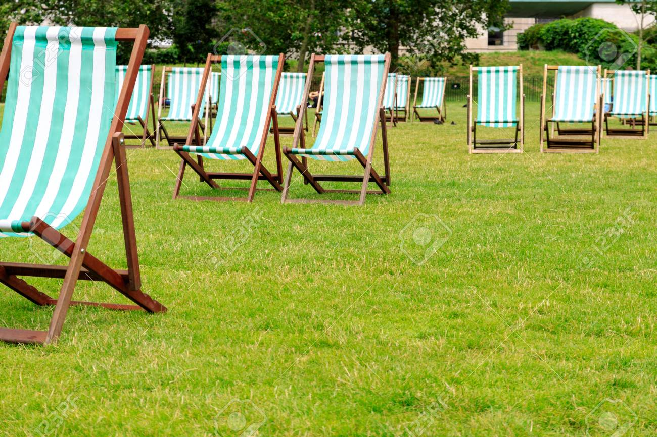 Green stripped deck chairs in Green Park London Stock Photo - 61564869 & Green Stripped Deck Chairs In Green Park London Stock Photo ...
