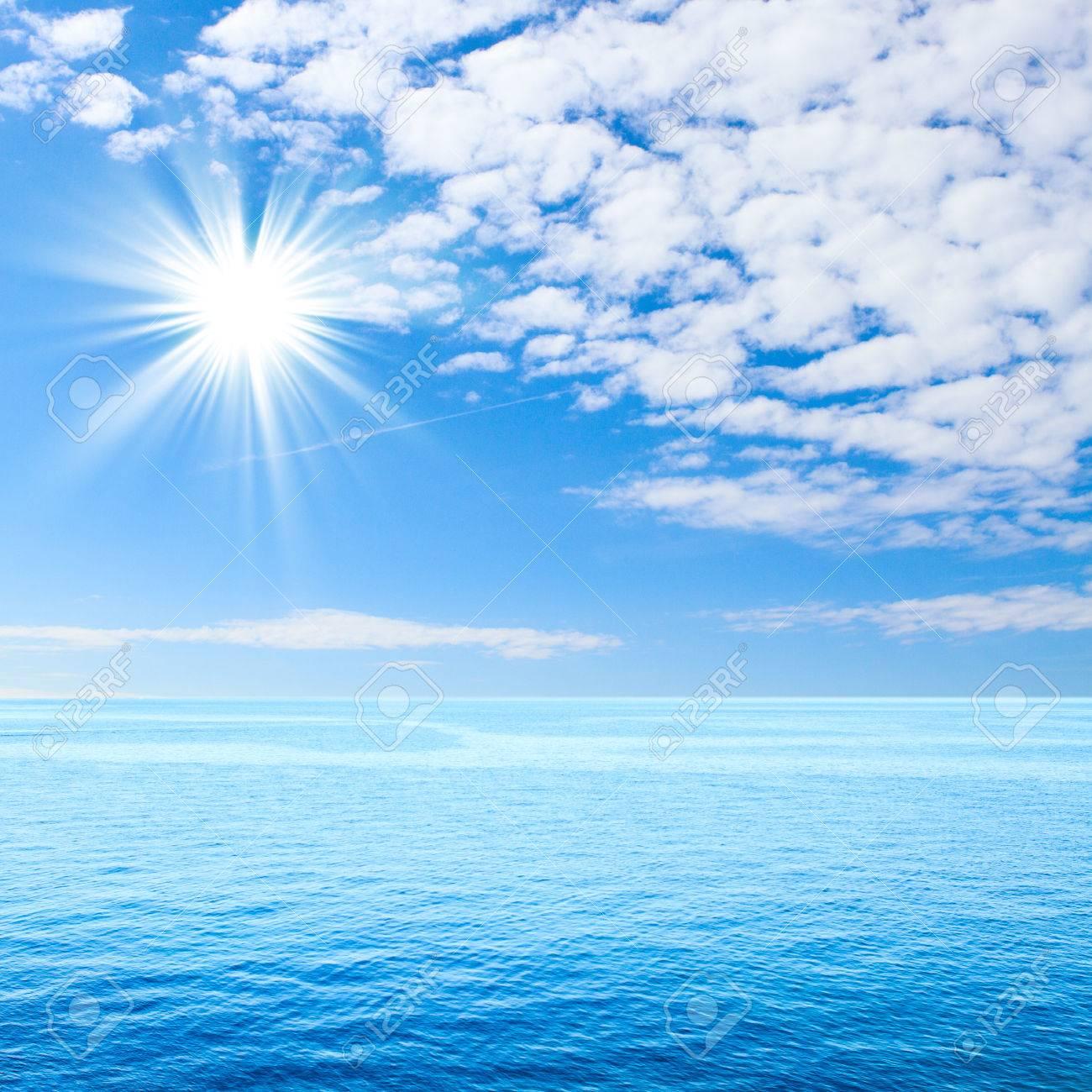 Bleu Mer Et Les Nuages Sur La Plage De Ciel Et Mer Tropicale Plage Deserte Pour Le Produit Montage Texture Fond D Ecran Support Pour Vitrine De Produits Banque D Images Et Photos Libres