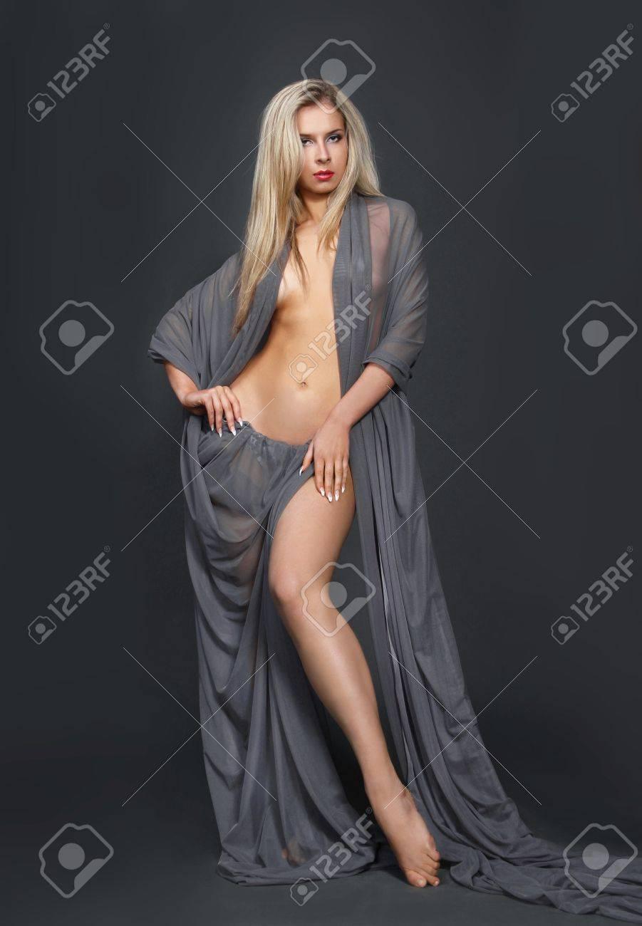999837b7ea94 Immagini Stock - Sexy Modella Bionda In Splendido Abito Sexy Image ...