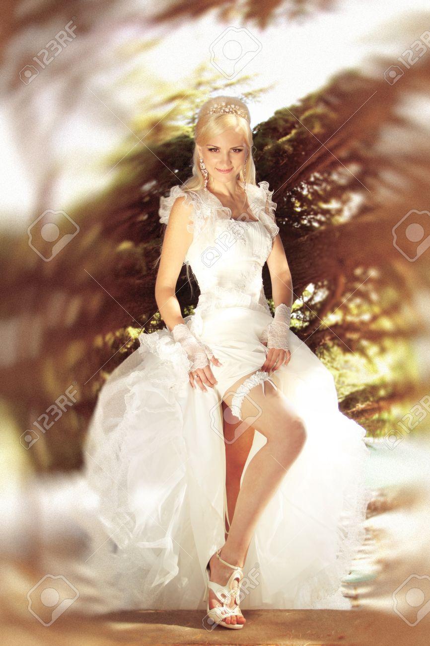 Фото невеста высунула ножки с машины 13 фотография