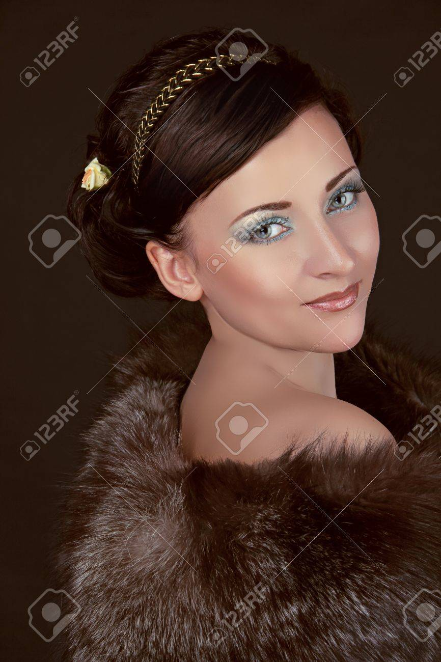 Fashion Woman in fur coat with make up. Luxury Style Stock Photo - 16664713