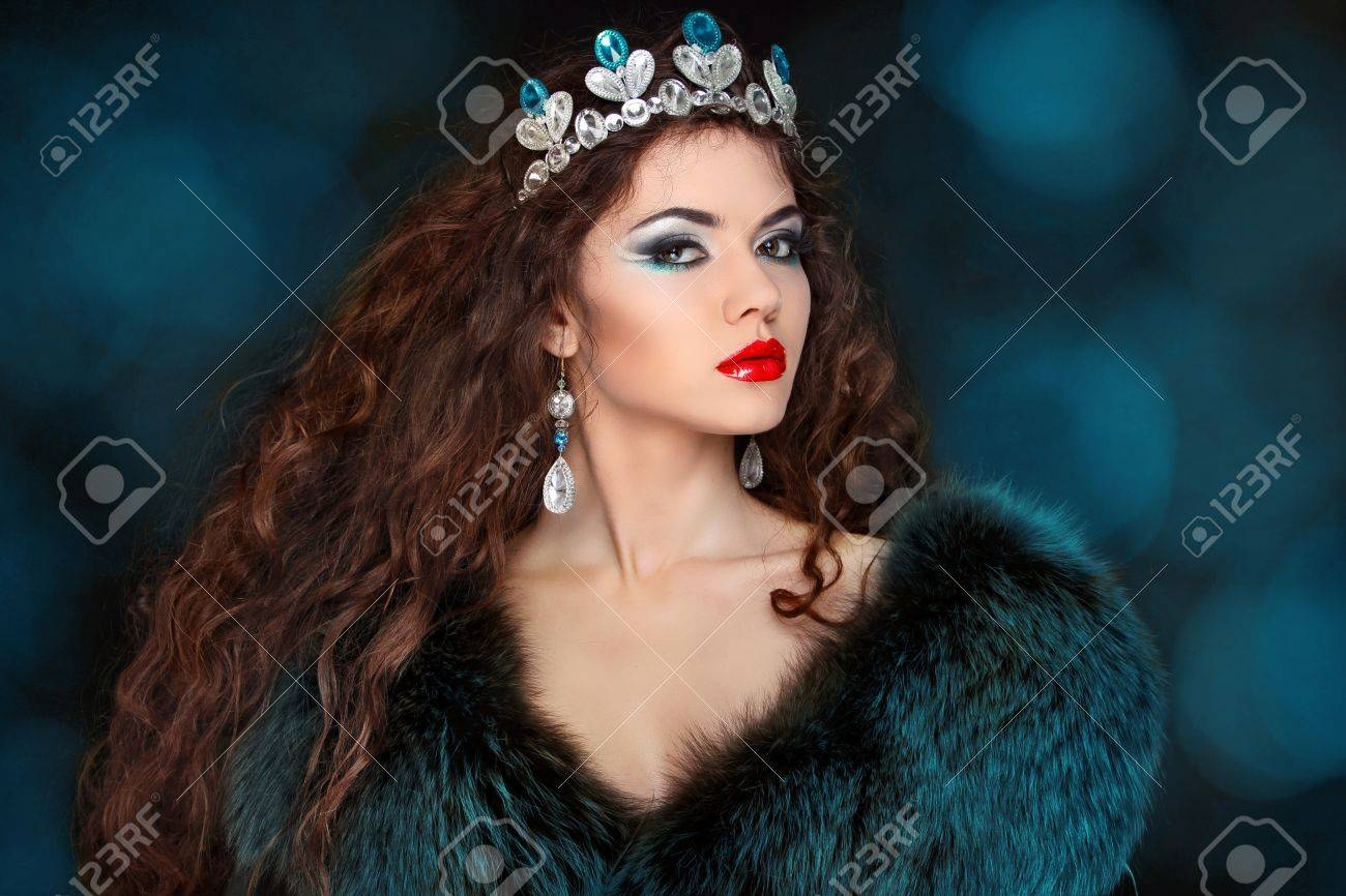 Beautiful woman with long hair in fur coat. Jewelry and Beauty. Stock Photo - 17314487