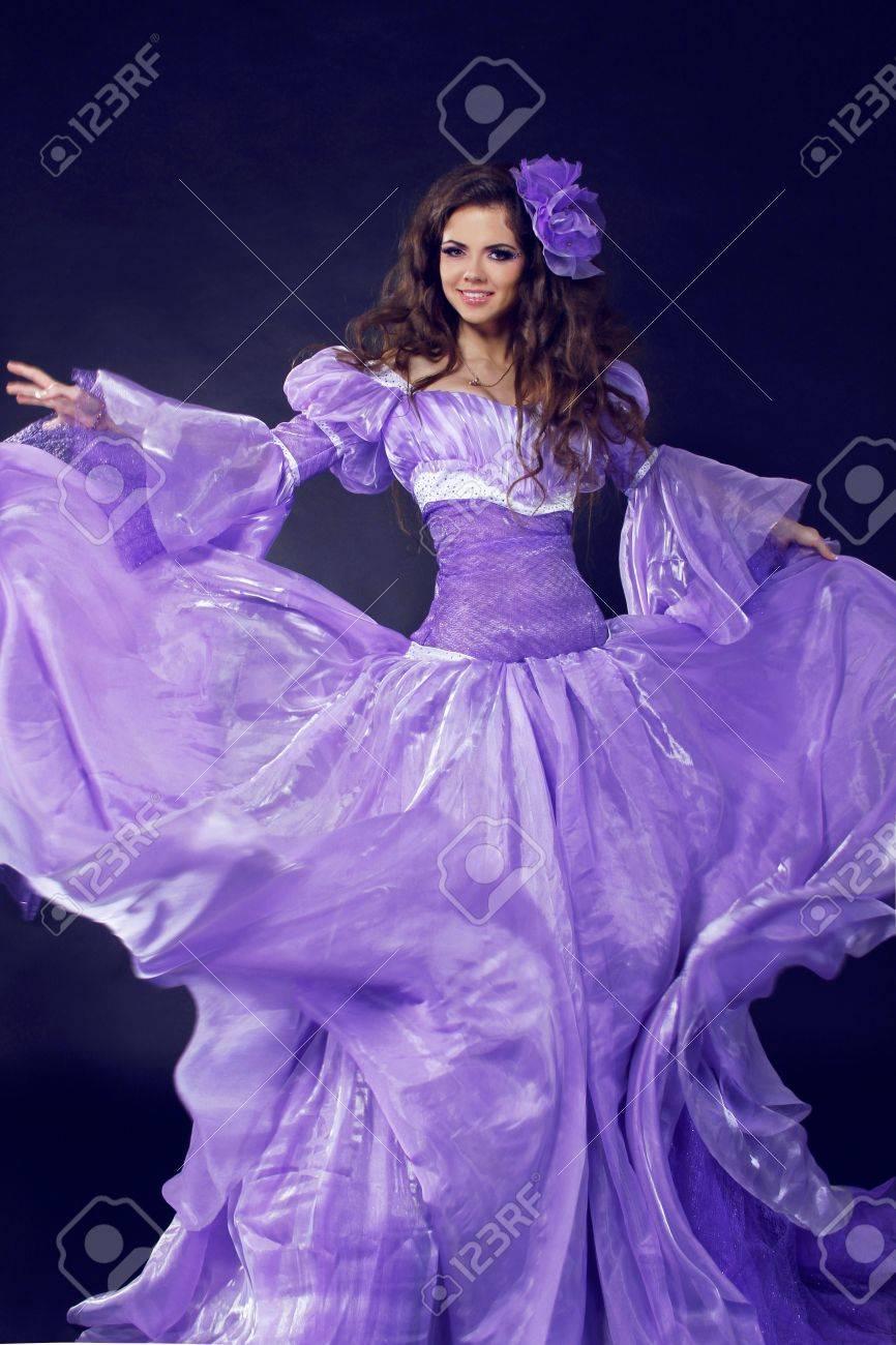 Fairy. Niña Hermosa En Vestido Precioso, Movimiento Dispararon ...