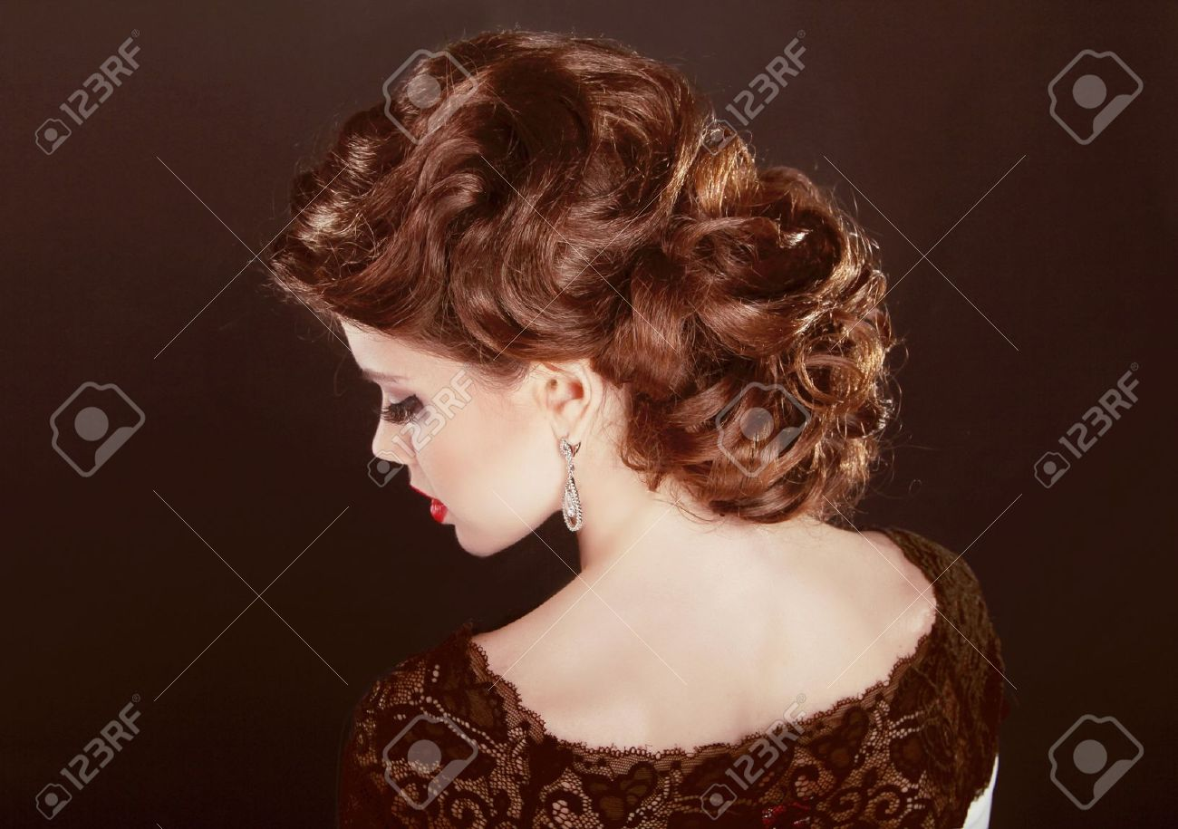 Surprising Hair Wavy Hairstyle Beautiful Girl With Brown Curly Hair Short Hairstyles For Black Women Fulllsitofus