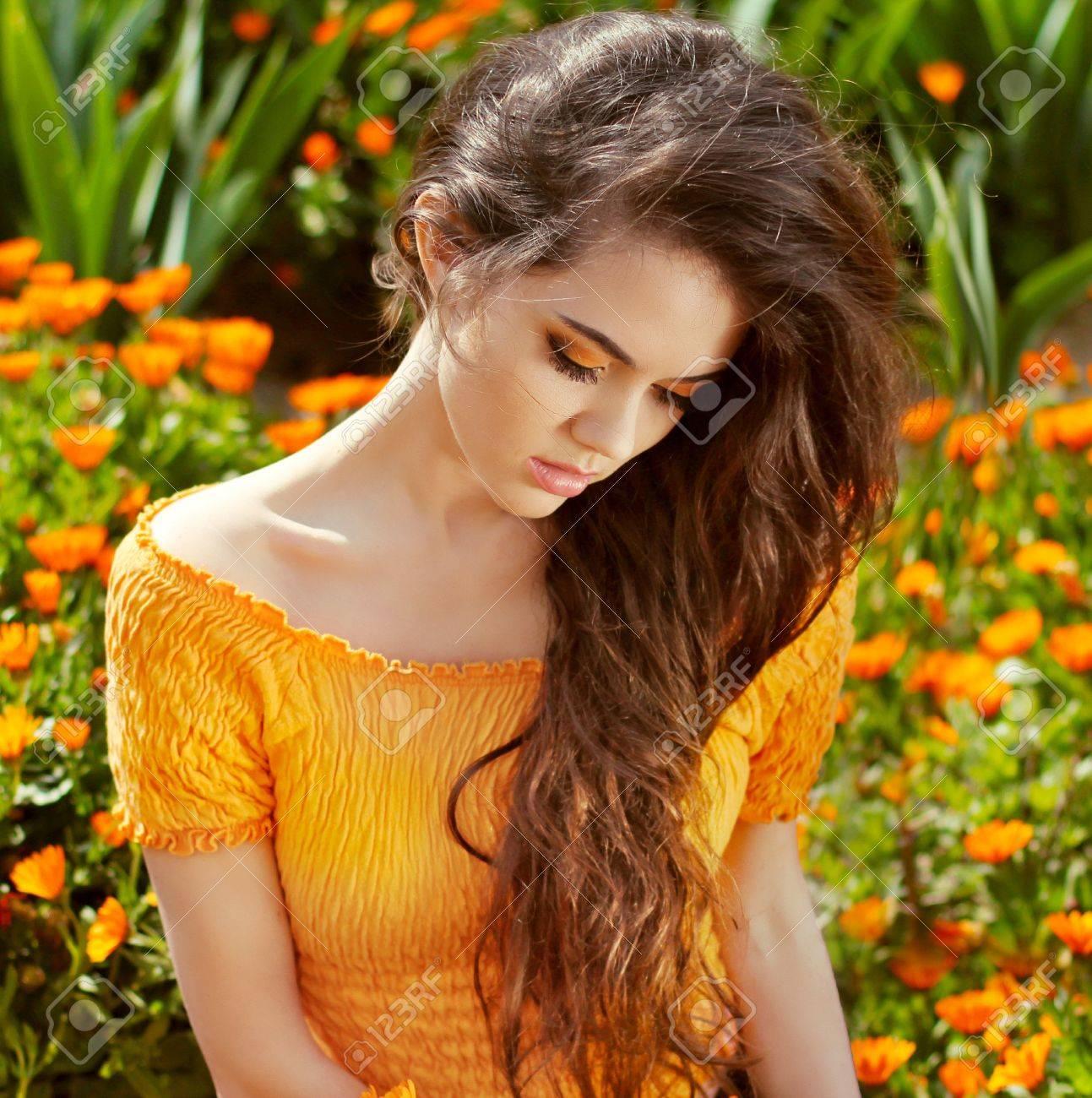 Фото красивых девушек с длинными волосами 15 фотография