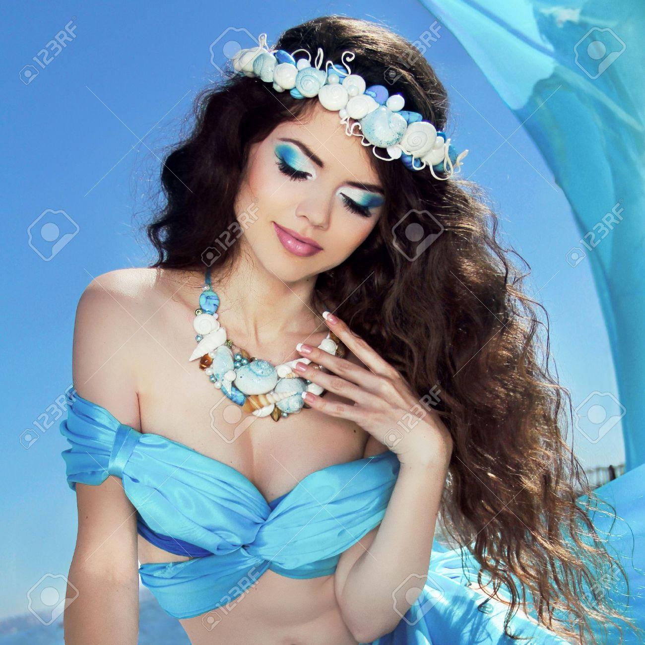 Maquillaje de ojos para vestido azul cielo