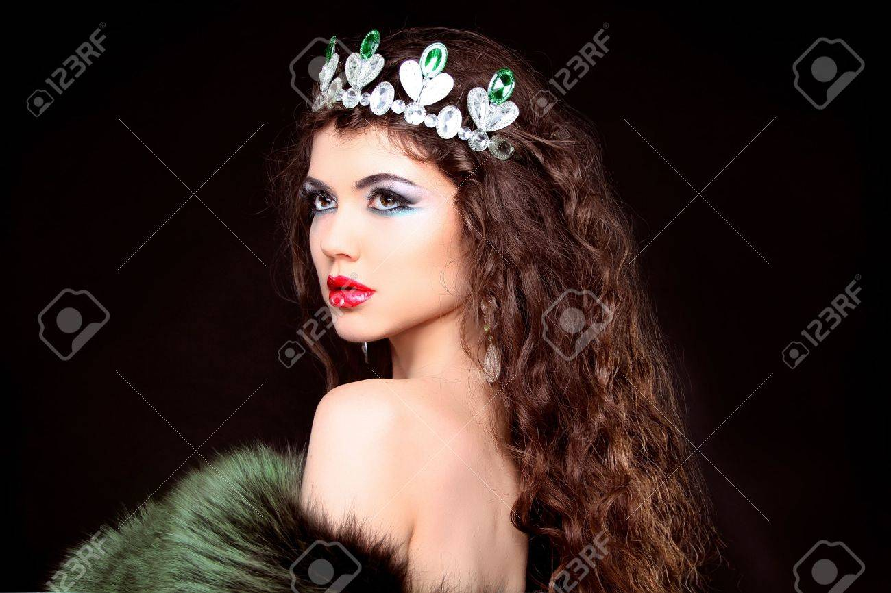 Beautiful woman luxury portrait with long hair in fur coat. Jewelry and Beauty. Fashion art photo Stock Photo - 20581328