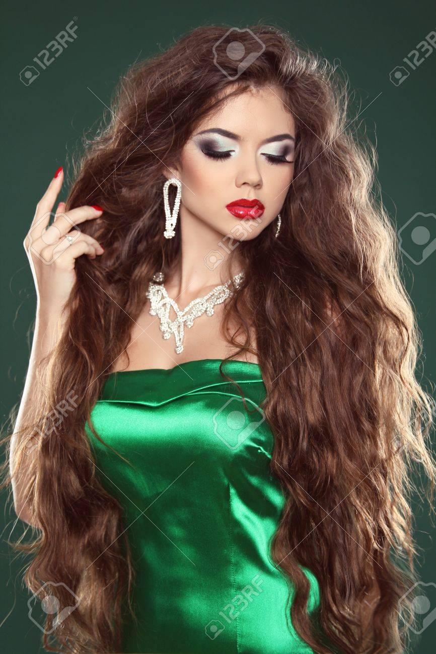 Jewelry. Fashion beautiful girl. Brunette Woman. Healthy Long Brown Hair. Stock Photo - 21893409