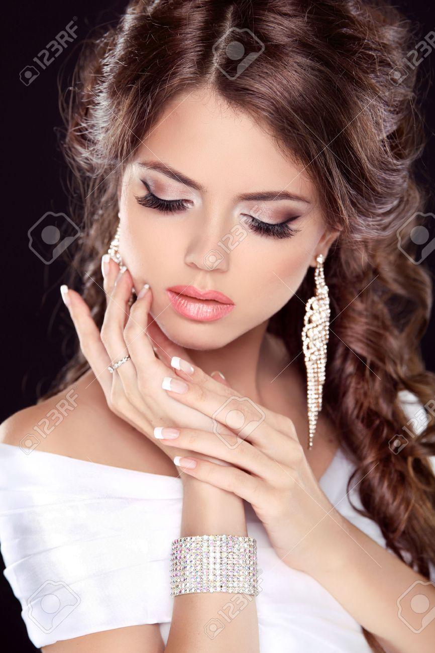 Make up ith white dress