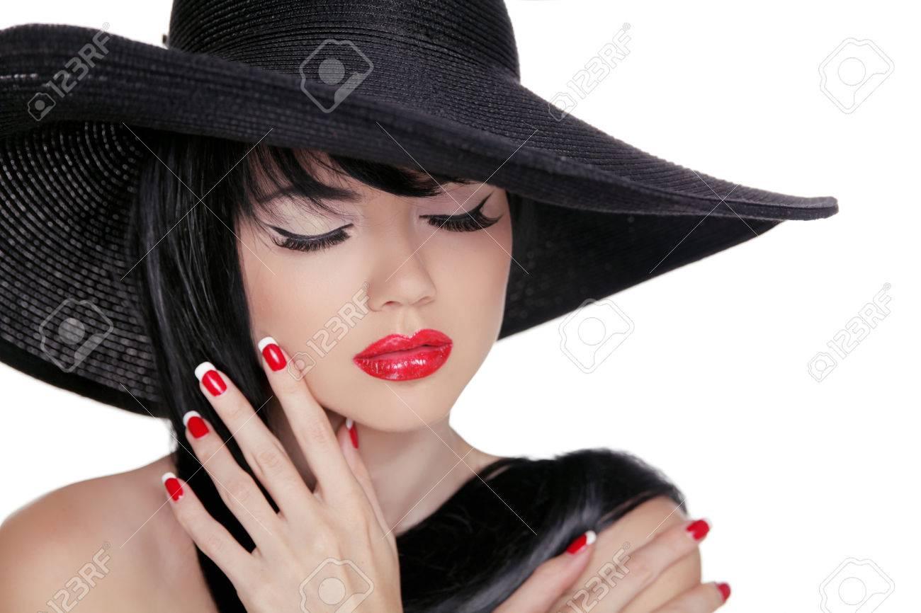 Фото брюнетки в черной шляпе 3 фотография