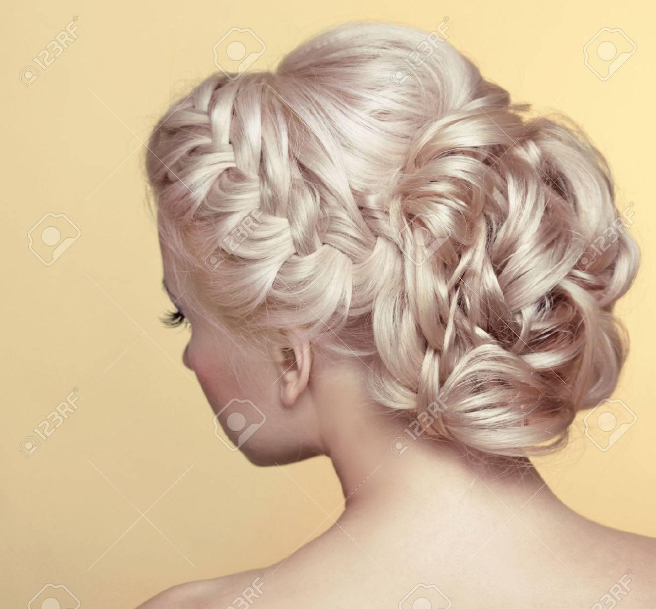 Coiffure De Mariage De Beaute Mariee Fille Blonde Avec Boucles Coiffure