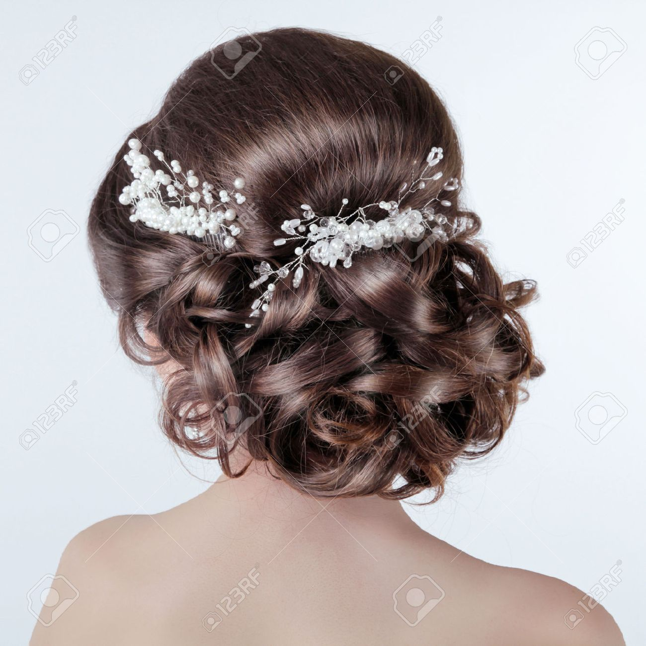brown hair styling. brunette girl with curly hairstyle with