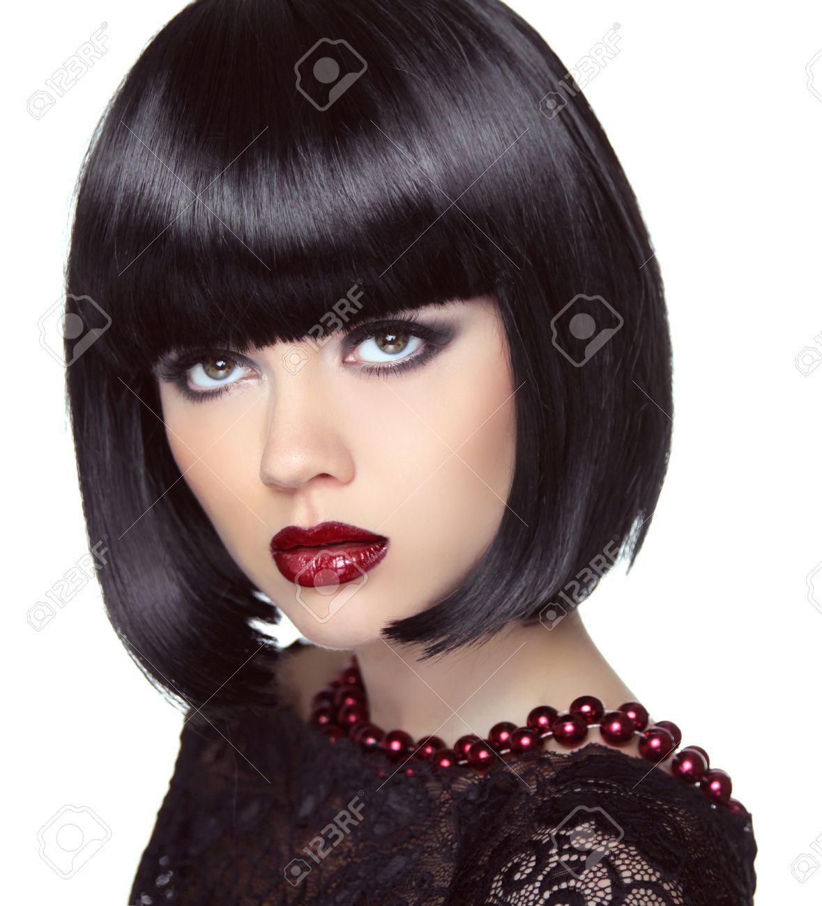 Noir Coiffure Courte Bob Modele De Fille Brune De Mode Avec Le Maquillage Regardant Haircut Bijoux Smoky Eyes Vogue Dame De Style Banque D Images Et Photos Libres De Droits Image 36109328