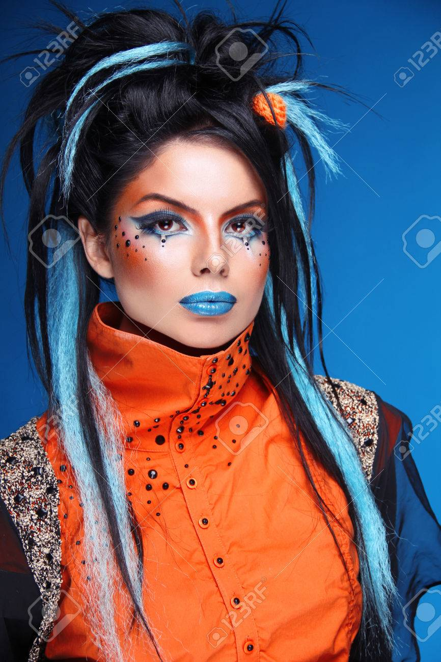 Maquillage Coiffure Rock Portrait De La Belle Jeune Modele Punk