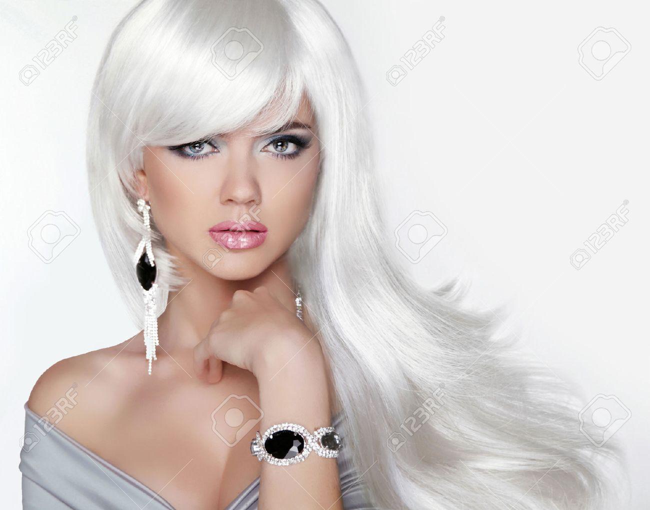 Lange Haare Fashion Blondes Mädchen Mit Weißen Wellige Frisur
