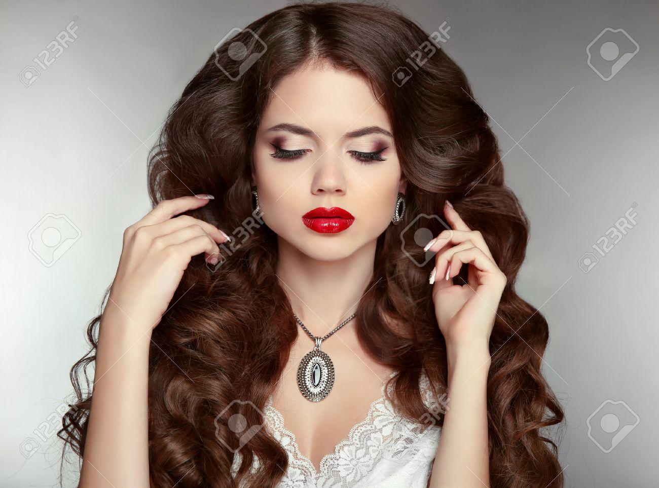 Lange Haare Bilden Schöne Frau Mit Welligen Frisur Und Abend Make