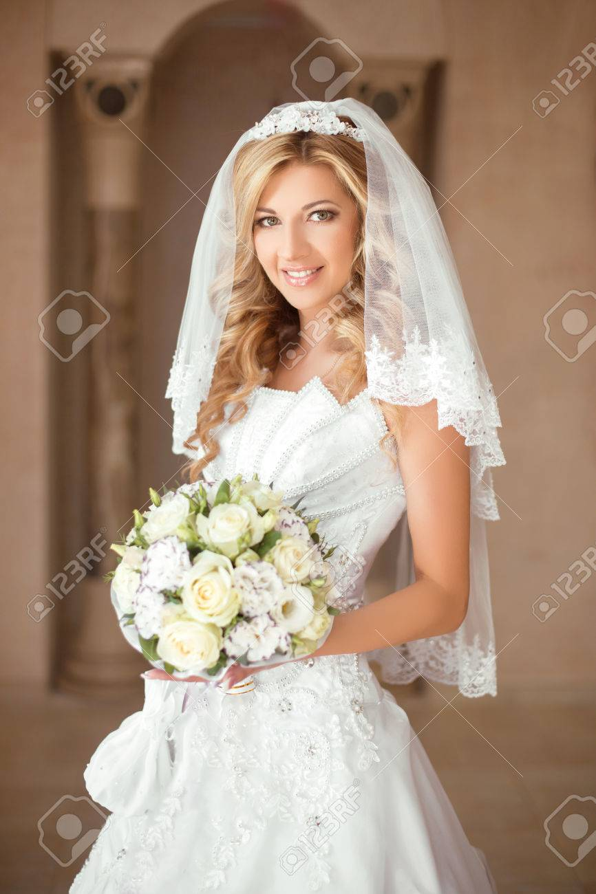 Beautiful Smiling Bride Girl With Bouquet Of Roses In Wedding ...