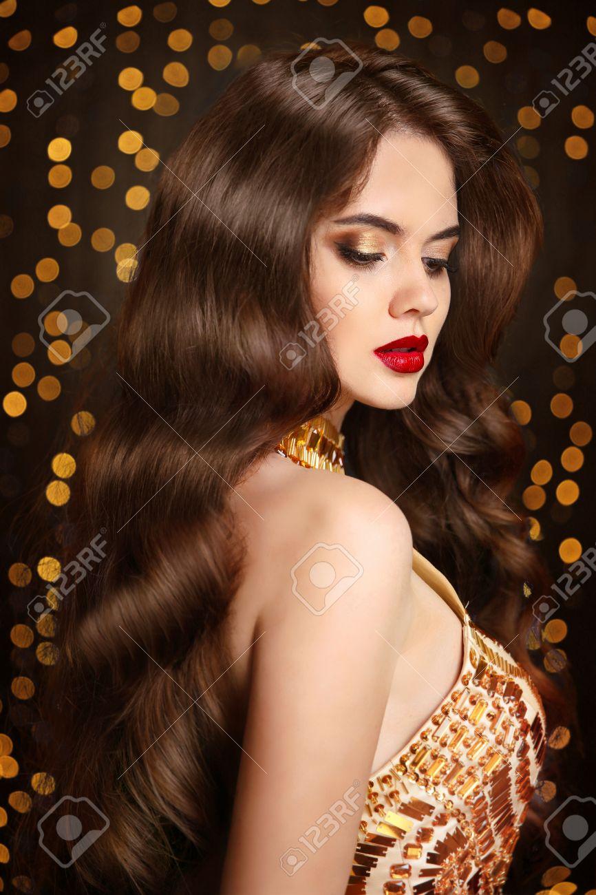 Cabello Saludable Maquillaje Hermosa Chica Morena Con El Peinado