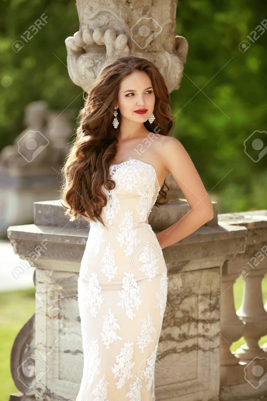Elegantes Brautfrauen-Hochzeitsporträt, Modefotofoto. Arbeiten Sie ...