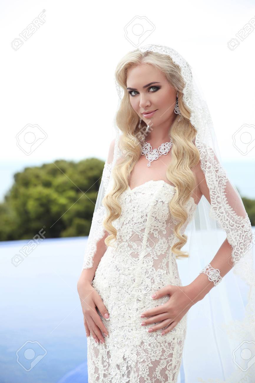 Beautiful Bride Portrait Wedding Makeup And Wavy Hairstyle, Girl ...