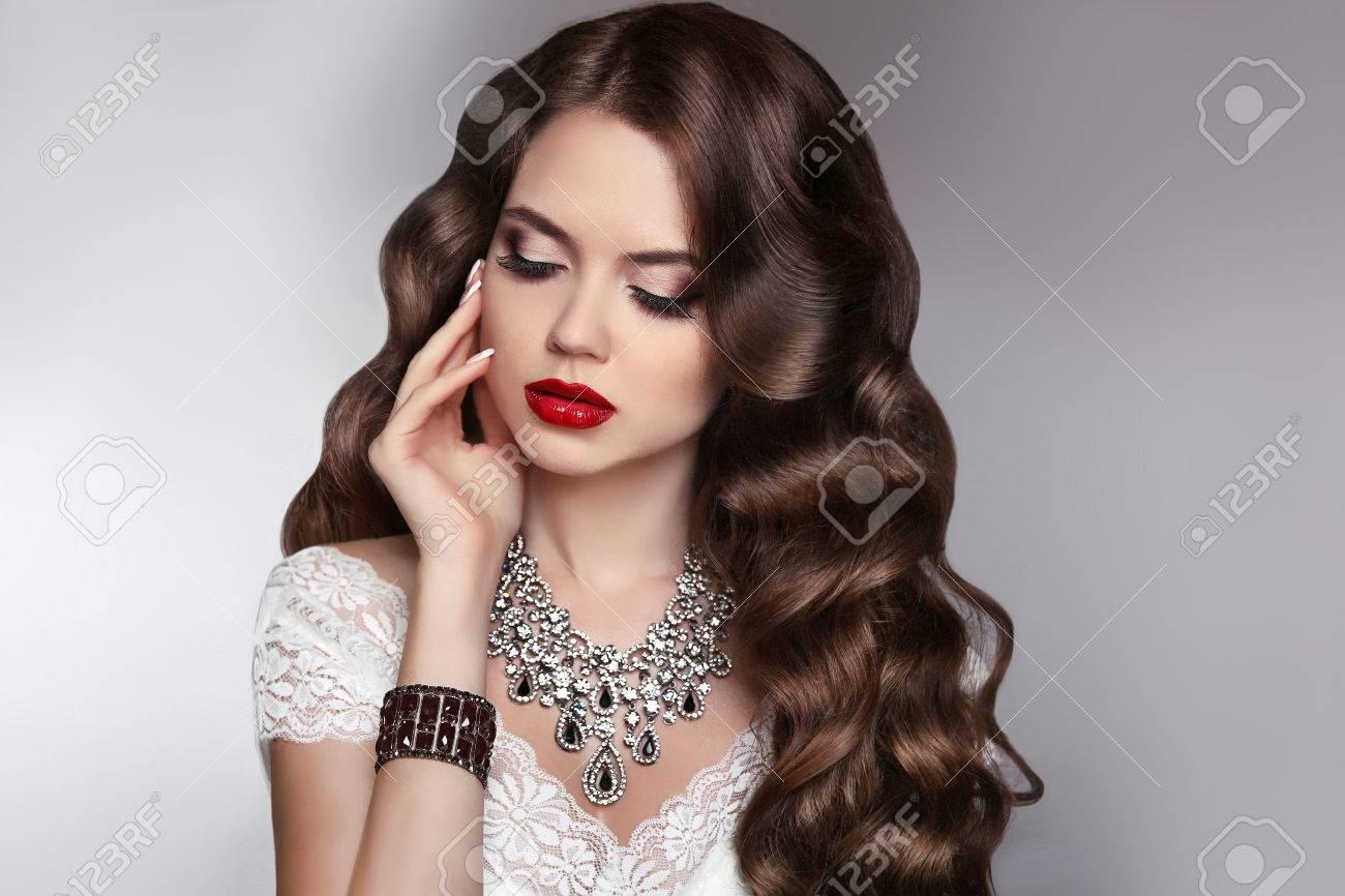 Maquillaje Joyeria De Moda Pelo Largo Modelo Hermosa Morena Chica