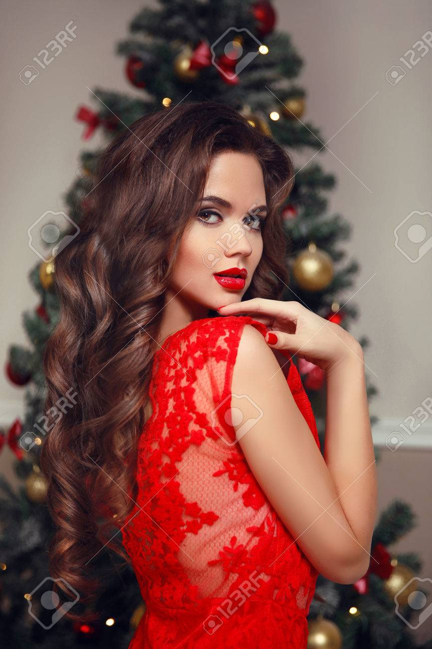 Lockiges Haar Junge Schone Brunette Lachelnde Frau Modell Bilden
