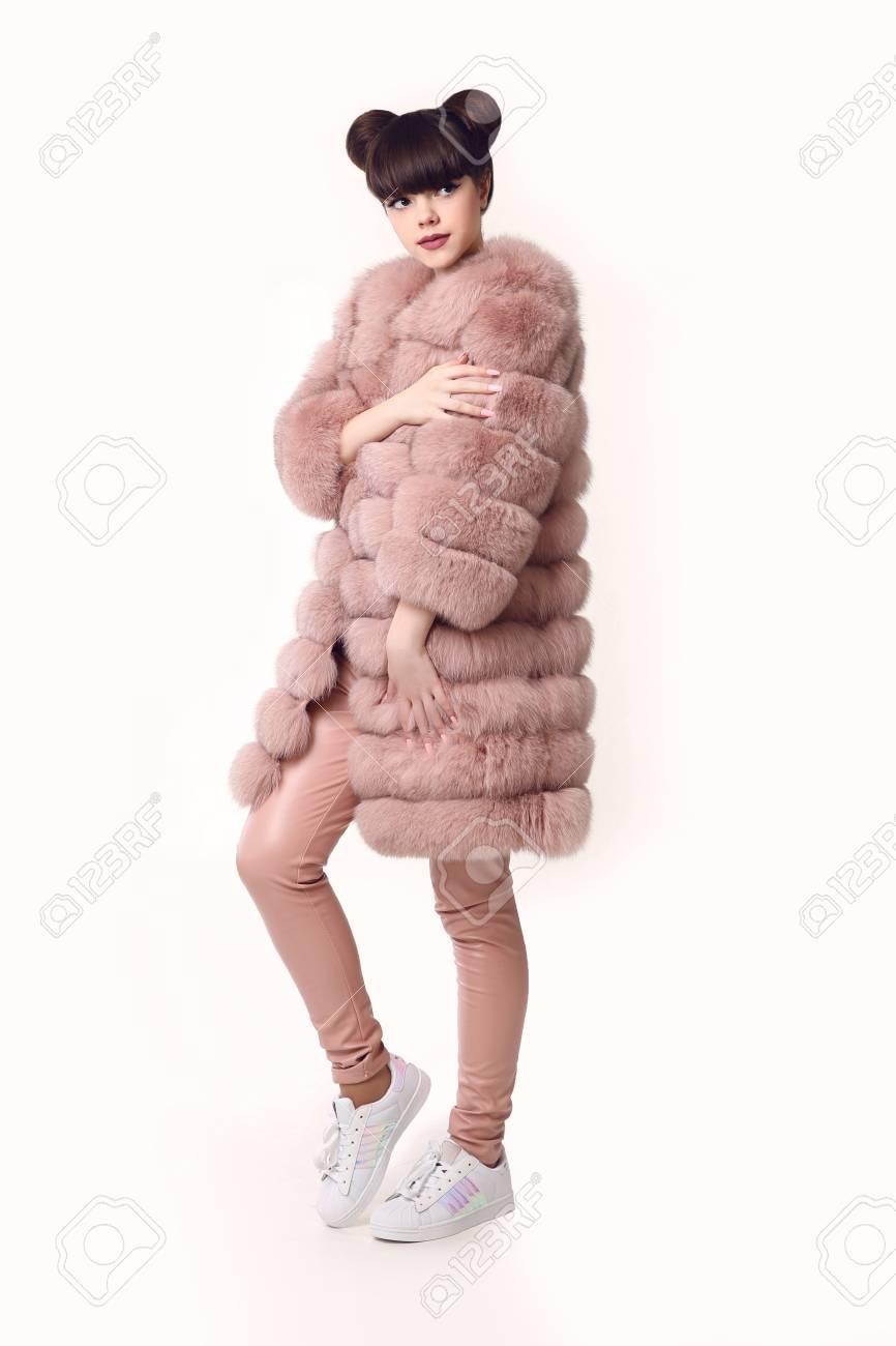Chaussures Jeune En Fashion BasketsÀ Porte Des Mode Oreilles Style Coiffure Teen La Rose Avec Fourrure Et Fille Manteau Look Studio De F1lcKJT
