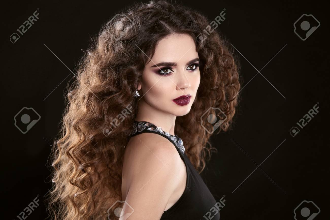 Brune a long cheveux