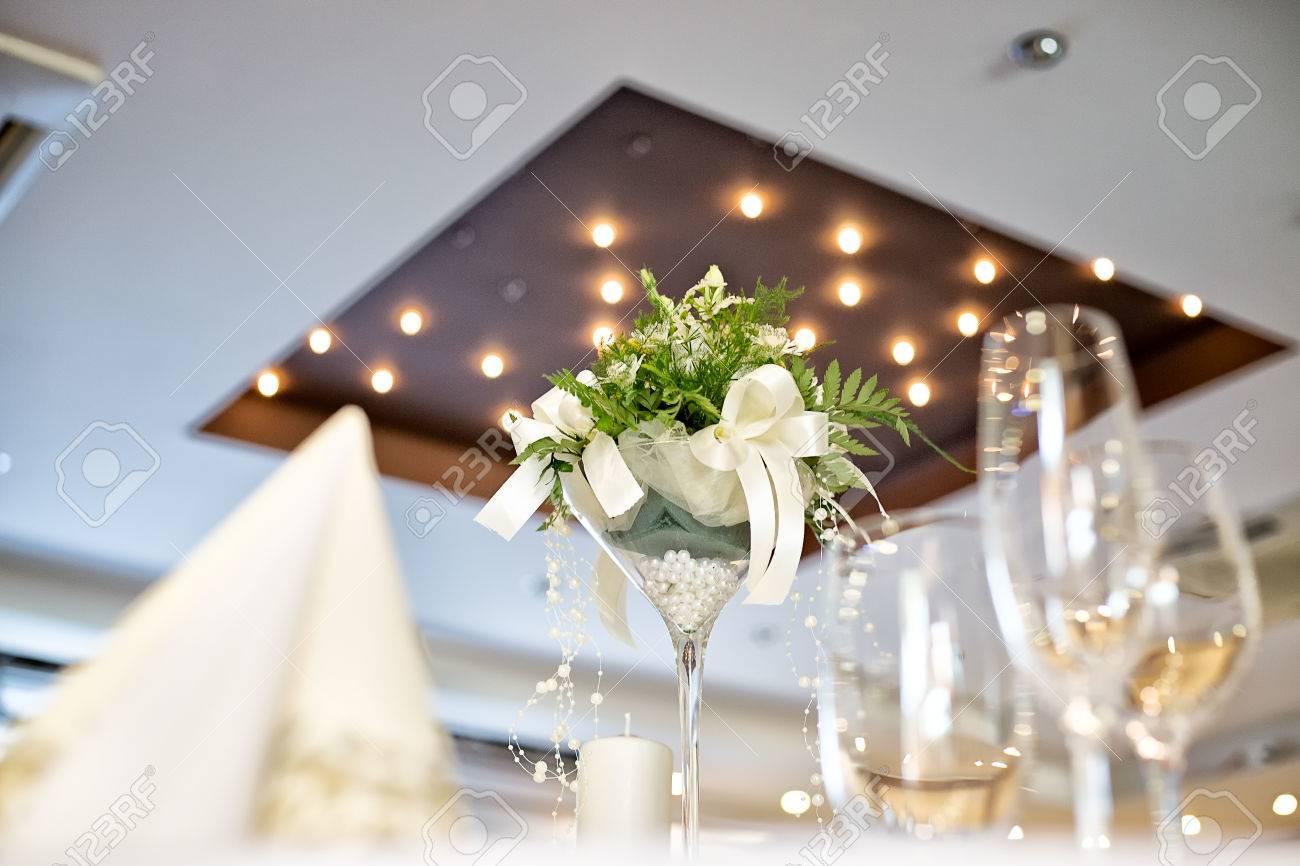 Hochzeit Tischdekoration Mit Weissen Blumen Mittelpunkt Aufgenommen
