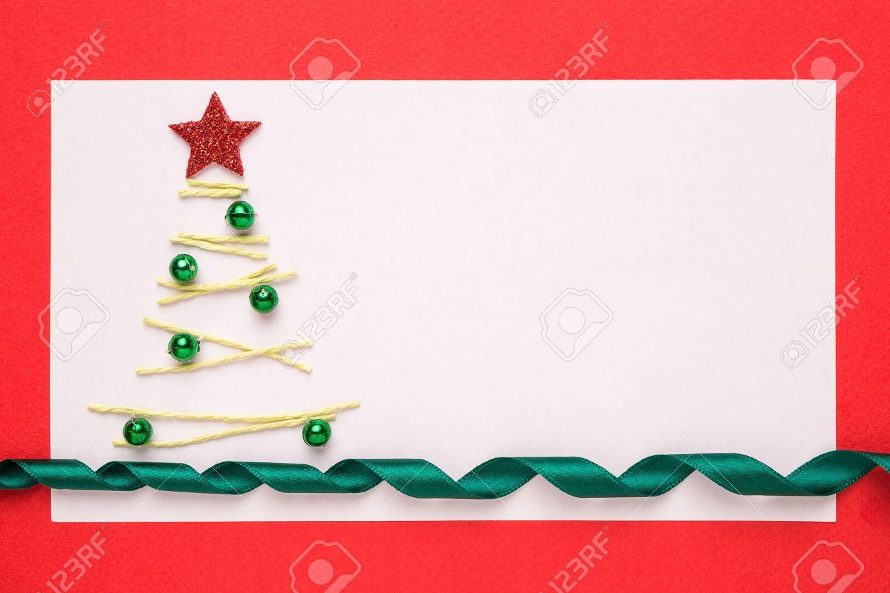 Programa Postales De Navidad.Tarjeta De Navidad En Blanco O La Invitacion Con El Arbol De Navidad En Fondo Rojo