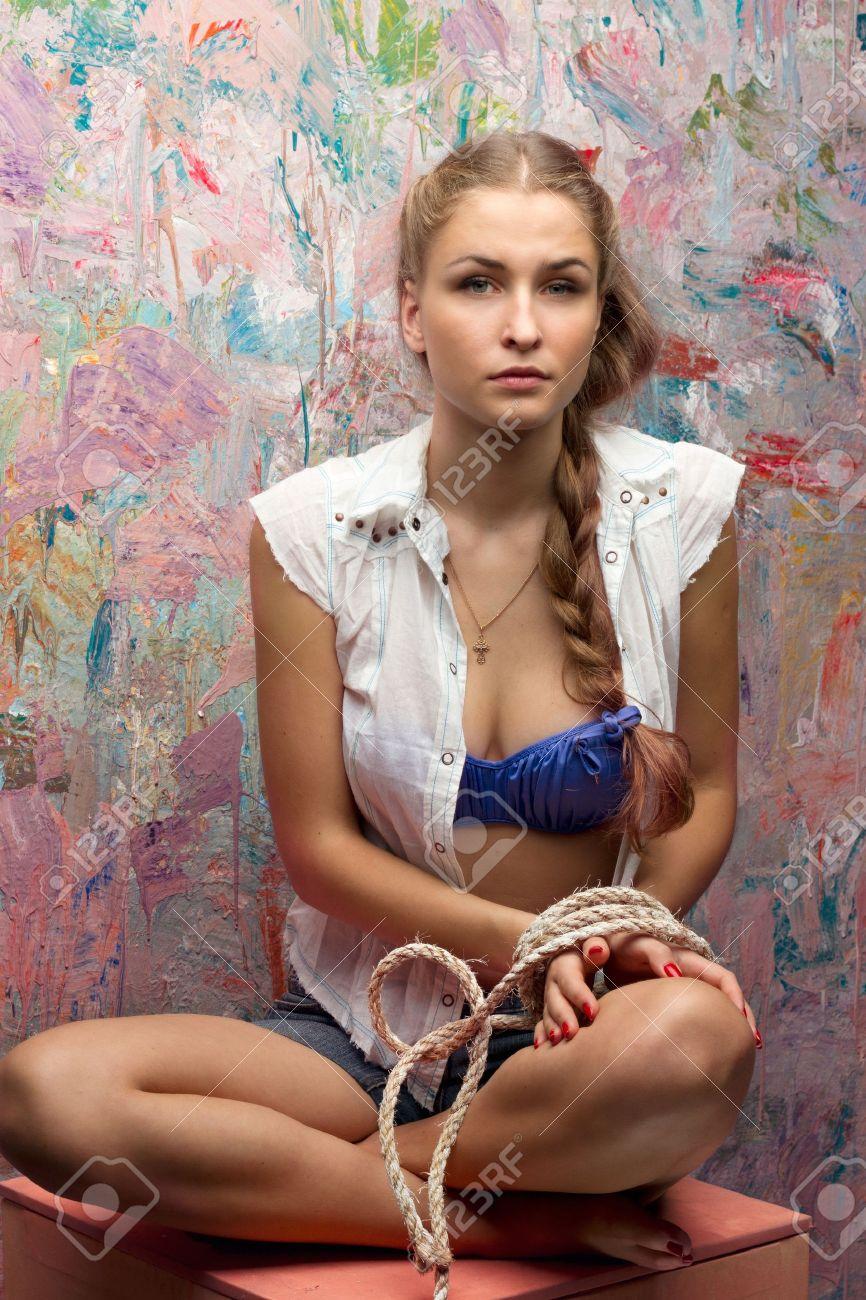 Связанные веревкой блондинки фото 9 фотография