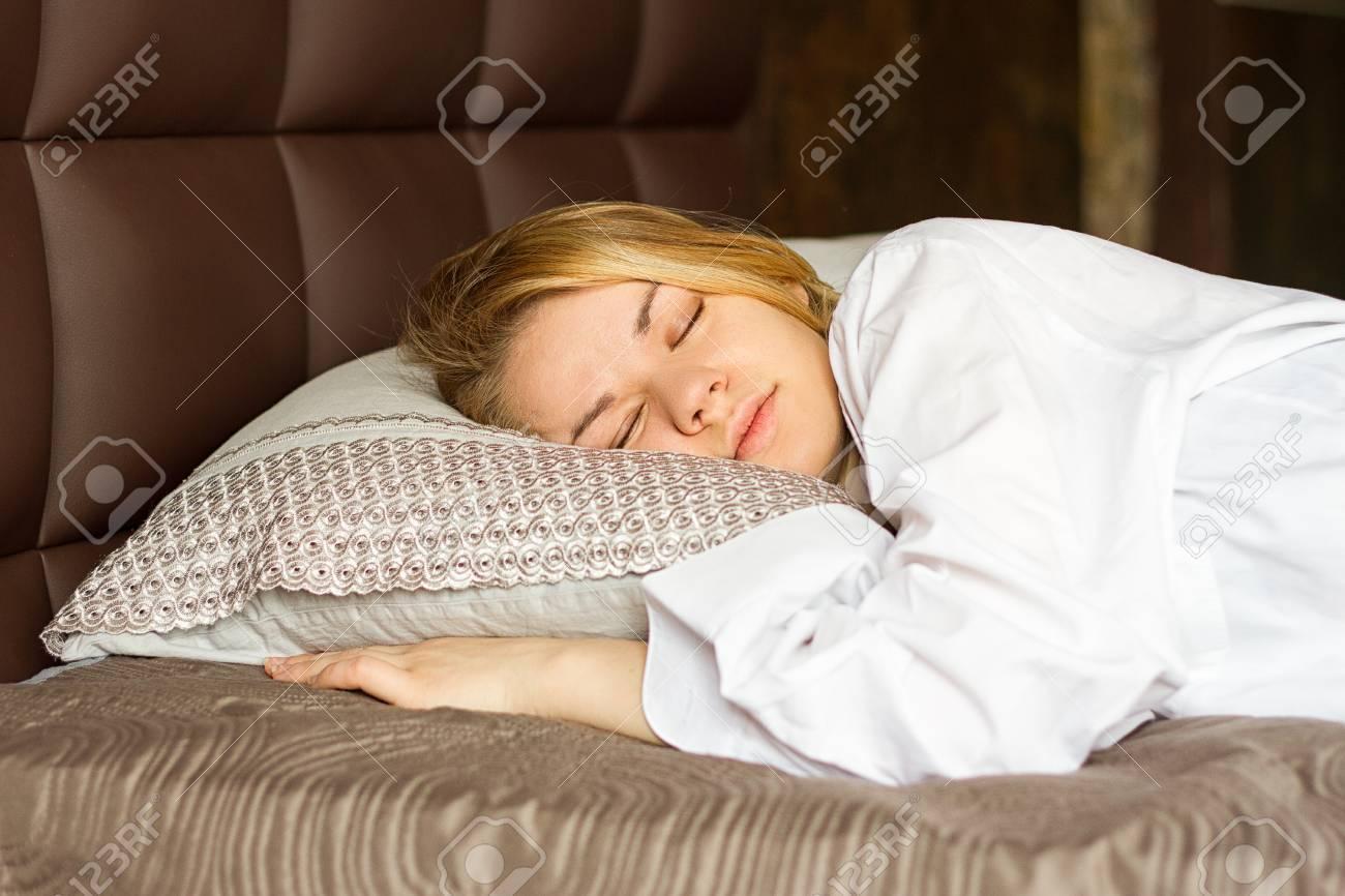 Men in bed white Bed Negro,