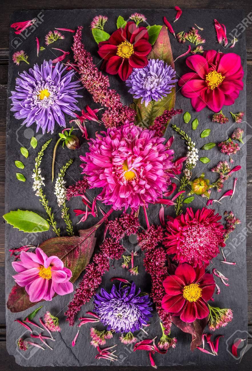 Table De Jardin Dahlia > Composition Of Autumn Flowers With Asters Dahlias Herbs And